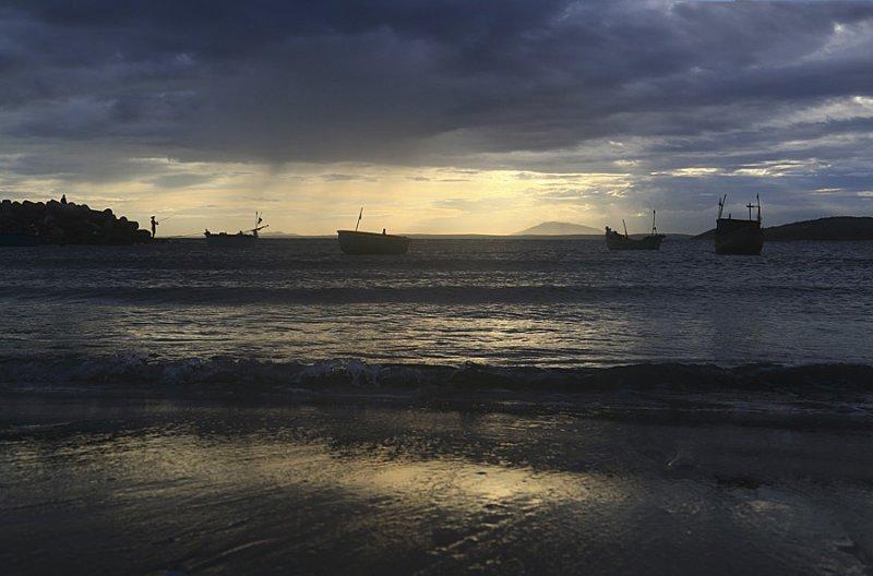 Тихий вечер у теплого моря