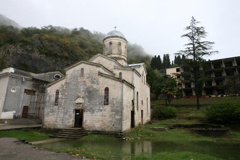 Грот и храм апостола Симона Кананита в ущелье реки Псырцхи