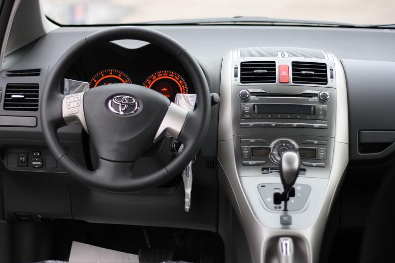 Toyota Auris 1.6 AT фото