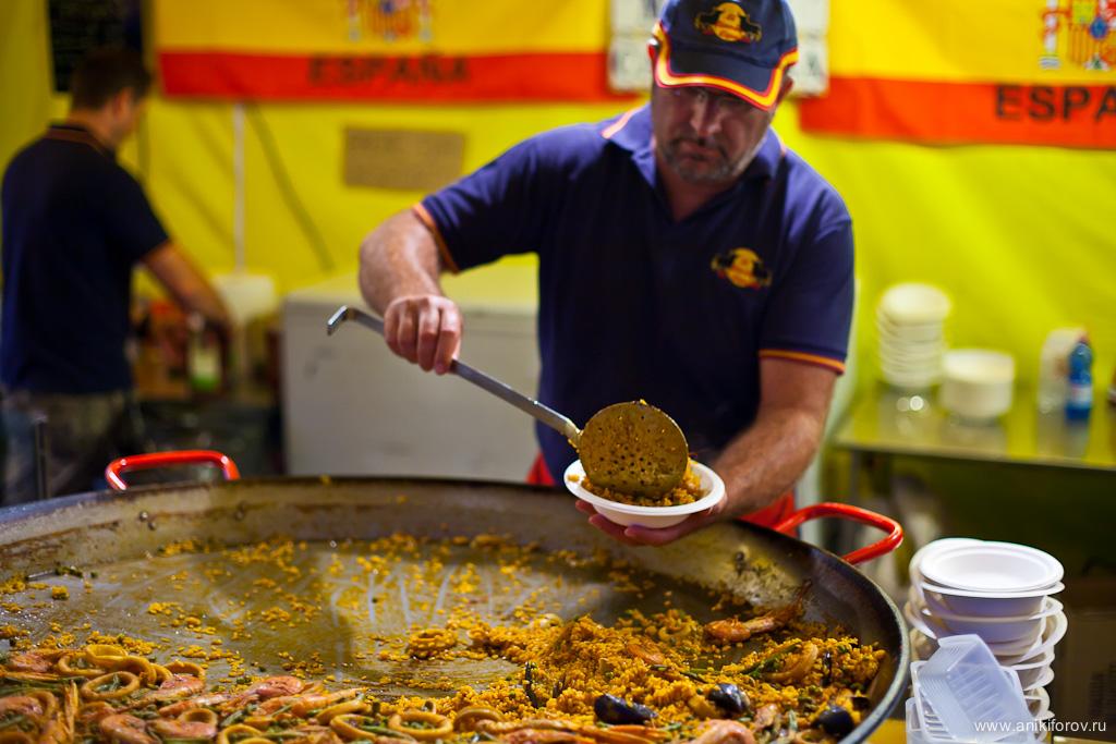 Испания угощает паэльей