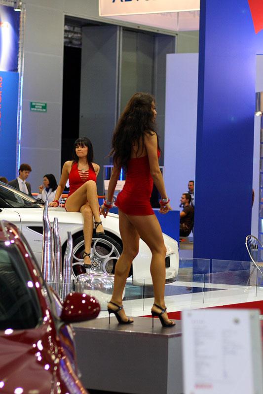 Девушки со стенда Alfa Romeo