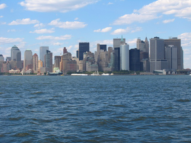 вид на Manhattan с залива