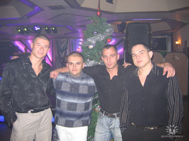 в ресторане с братвой ))