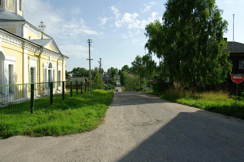 Успенксий храм и улица, уходящая вниз