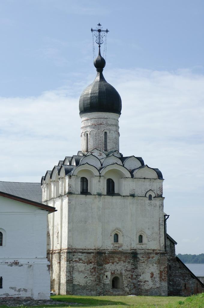 медный купол в синем небе