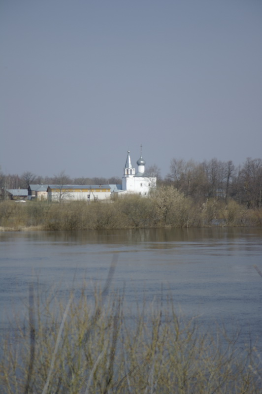 монастырь за рекой