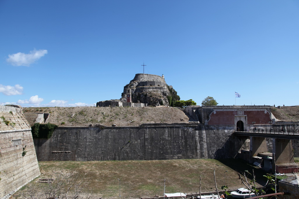Ров внутри крепости