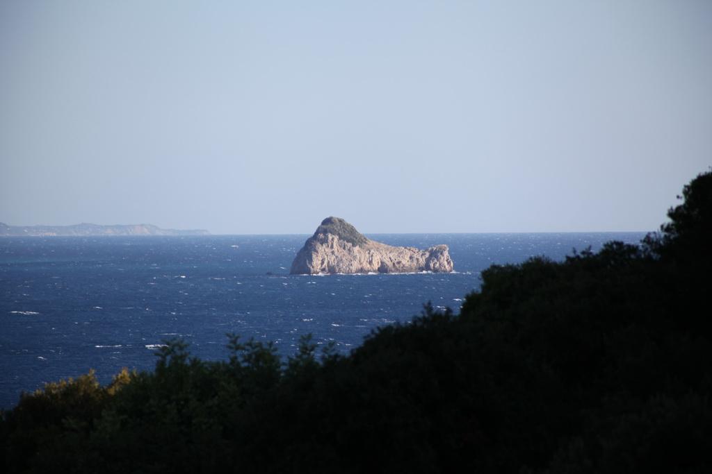 остров в море голубом