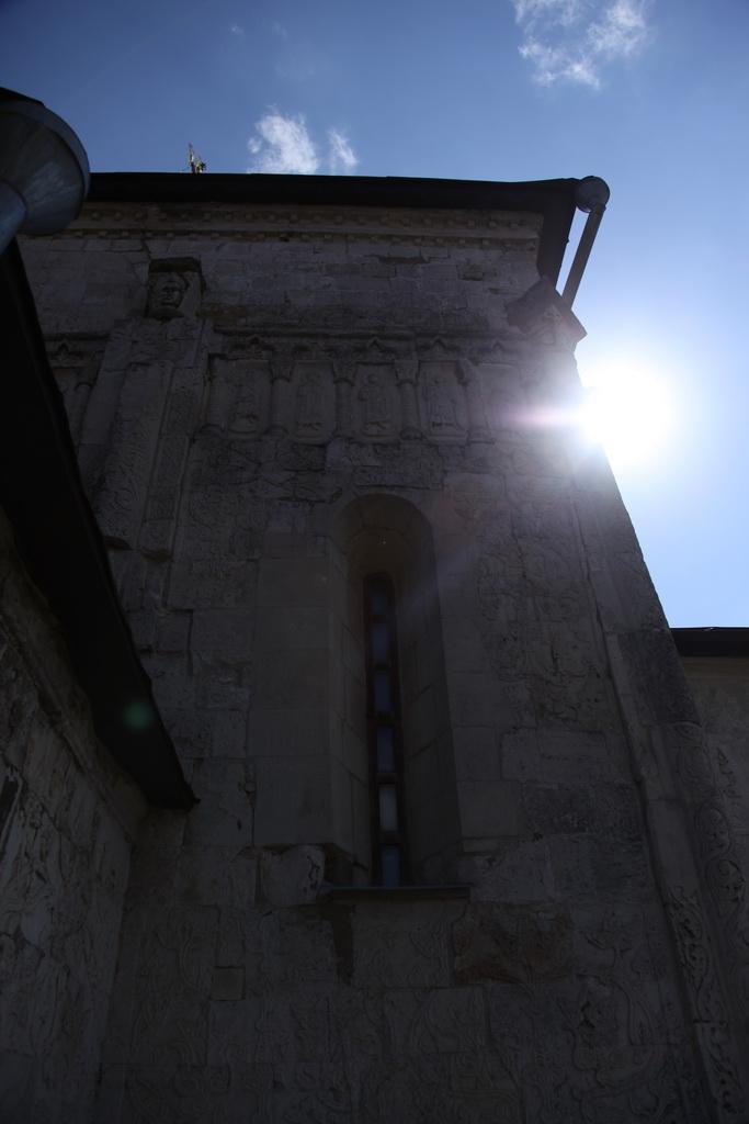 и свет небесный озаряет путь