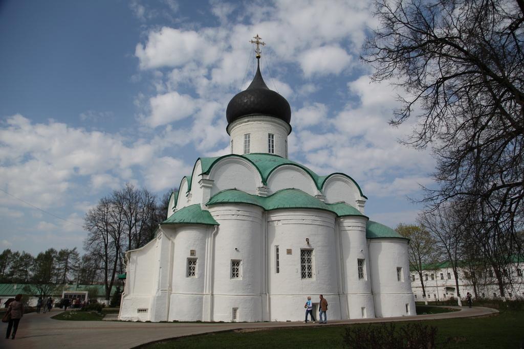 храм под стать колокольне