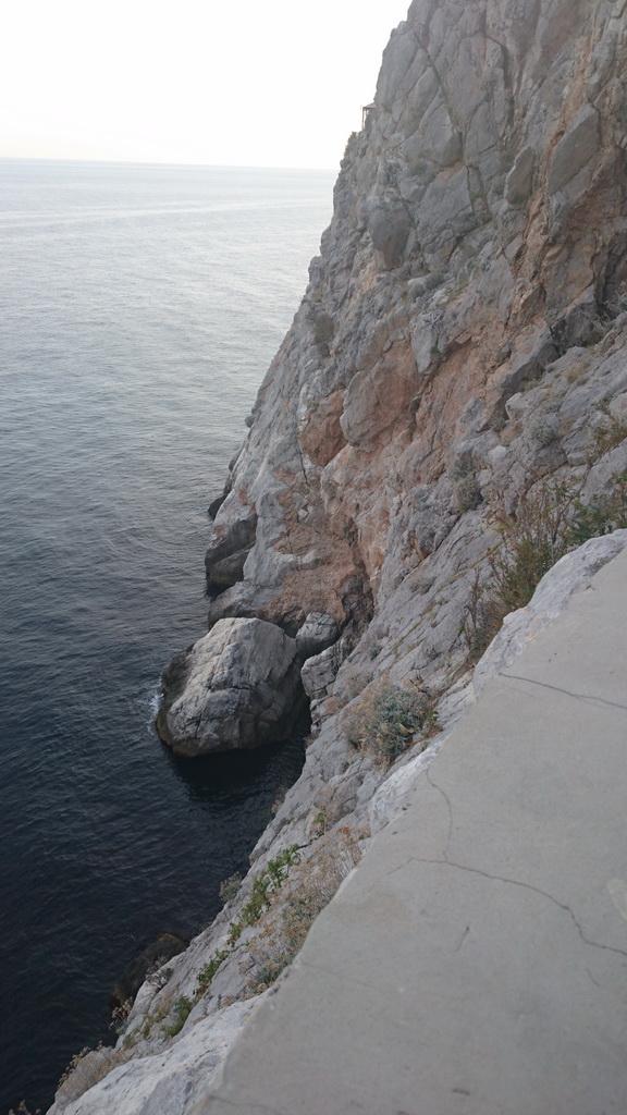 Обрыв к морю