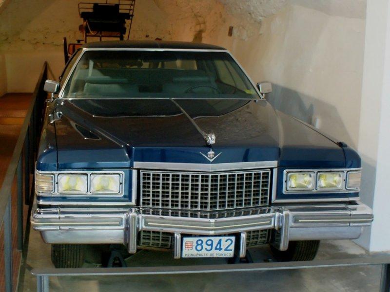 Лимузин принца Монако в замке-музее Галы!