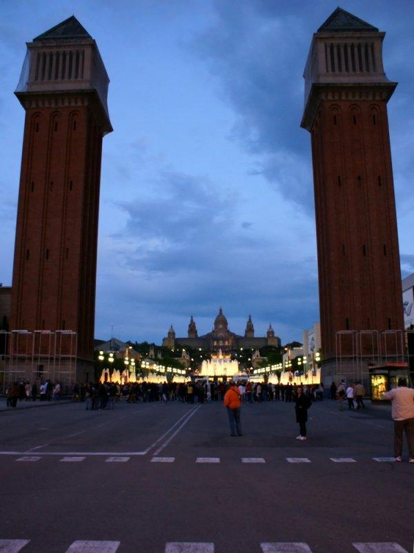 Barcelona-площадь Каталония-византийские башни!