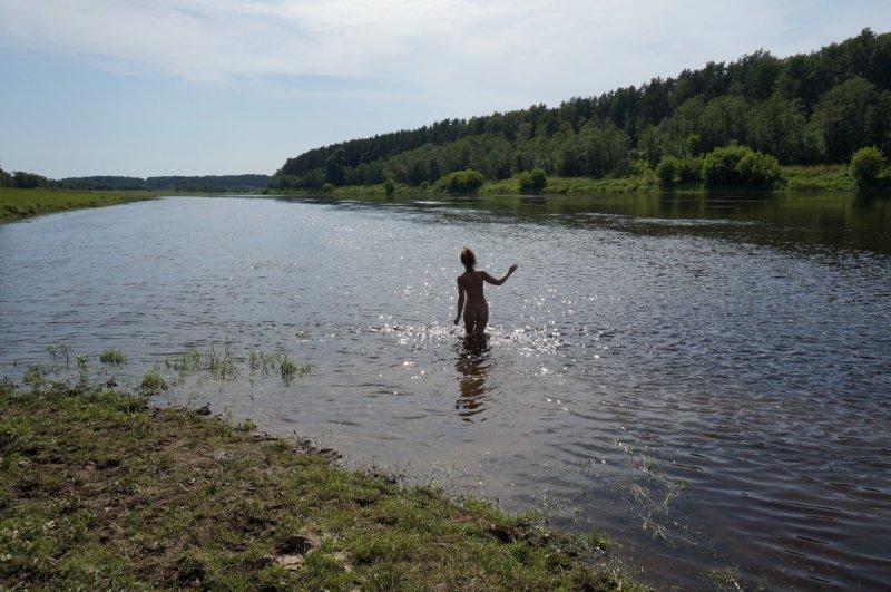 Нет фонтана в этом городке - купаемся в реке