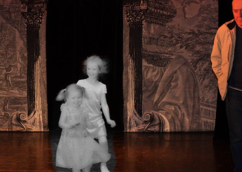 Весь мир - театр, а люди в нем - актеры, и зритель в нем один...