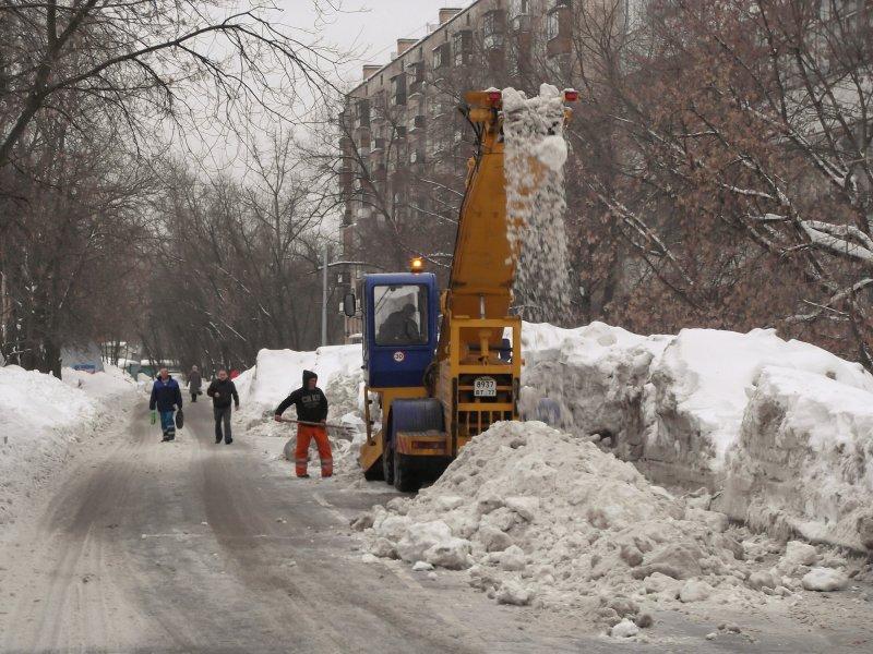 Из пустого в порожнее. Русский метод уборки улиц от снега!