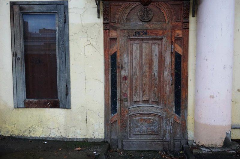 Окно и дверь