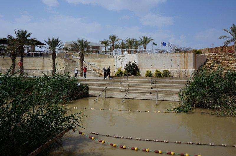 Здесь купался Иисус - здесь мир (на той стороне Израиль)