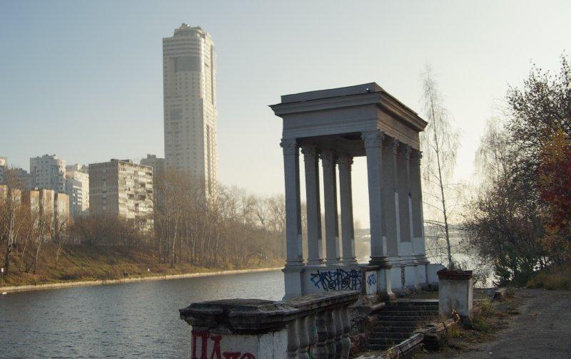 Два здания, две эпохи, две высоты