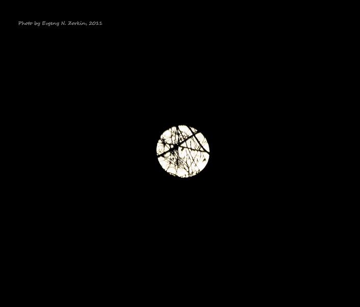 Луна сквозь ... (20 марта 2011)