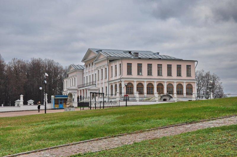 Дворцовый корпус усадьбы