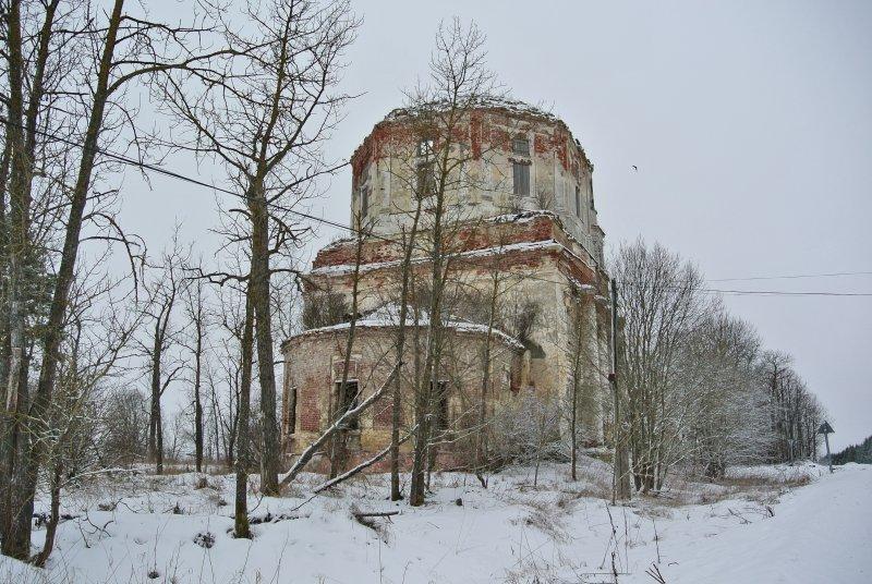 Церковь Рождества Христова, закрыта в советское время и заброшена