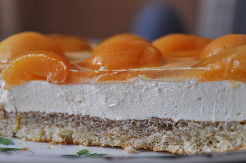 Сметанный пирог с абрикосами