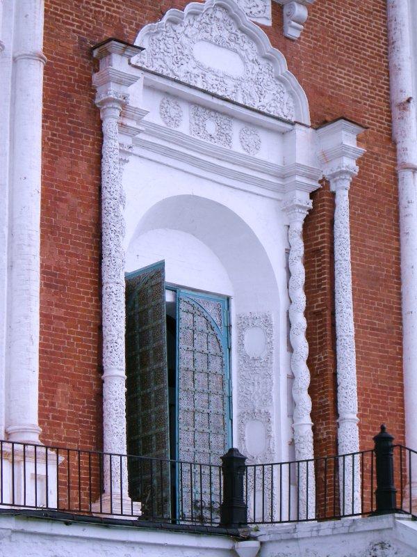 Парадный вход Успенского собора