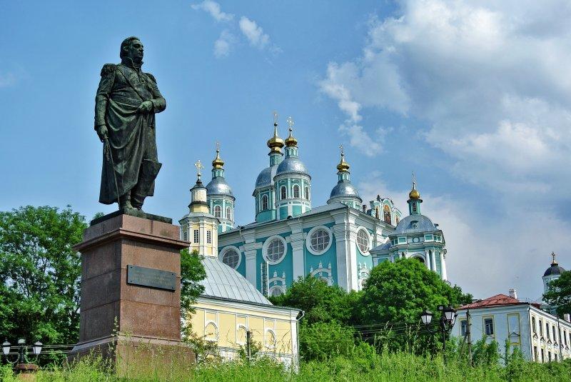 Памятник М.И.Кутузову, Благовещенская церковь и собор Успения Пресвятой Богородицы с колокольней