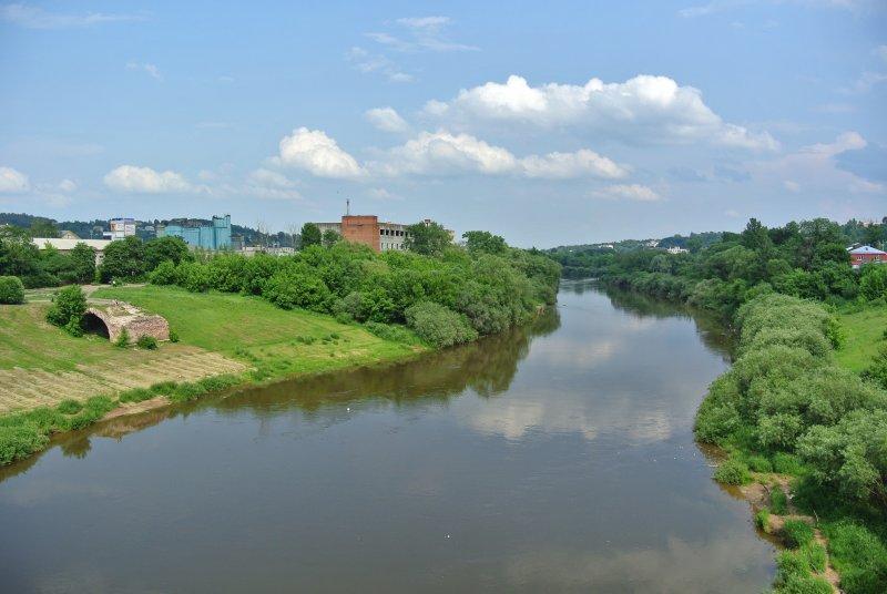 Сохранившаяся часть древнего каменного моста через р. Днепр, ведущего к Днепровским воротам