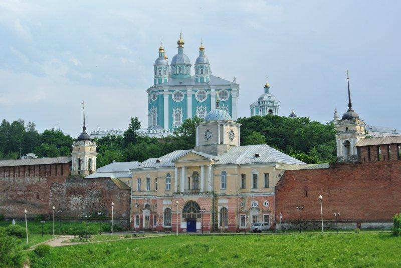Церковь Смоленской иконы Божией Матери и Собор Успения Пресвятой Богородицы