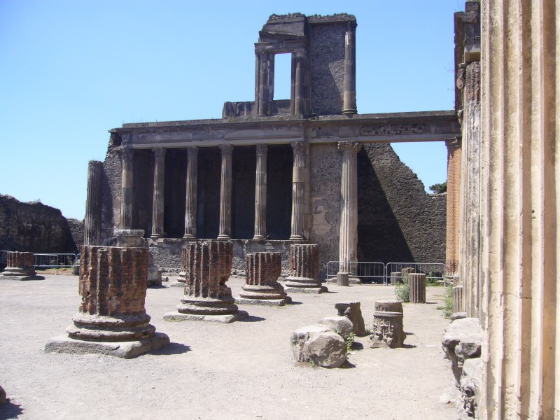 Помпеи