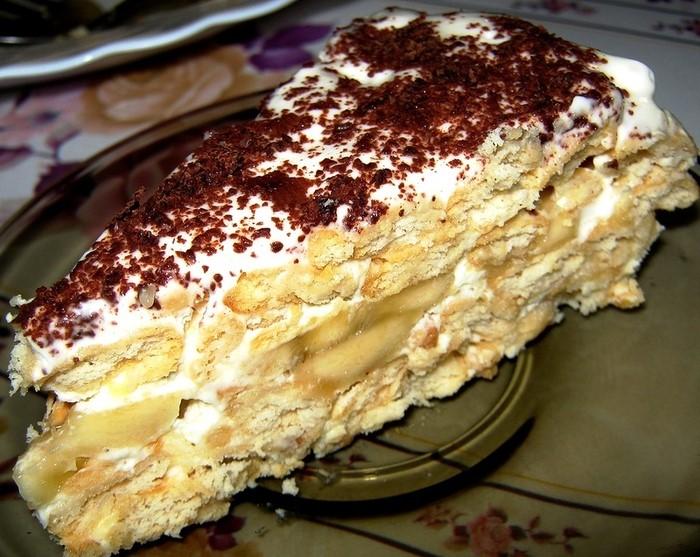 Торт из печенья крекер без выпечки с бананом