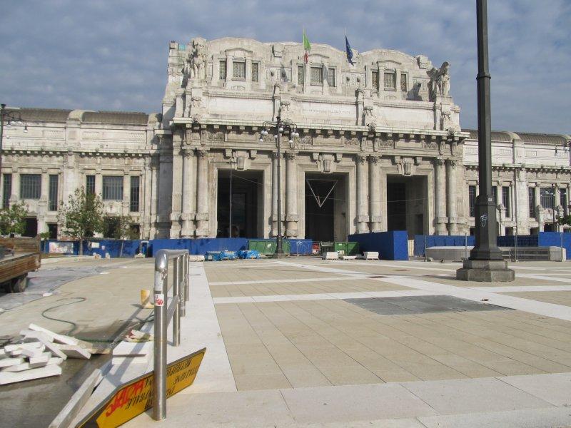 Площаль перед центральным вокзалом (на ремонте)