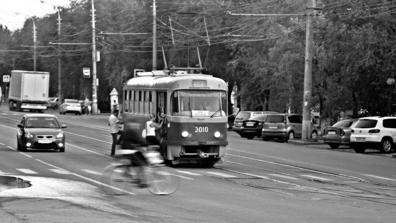 пока стоит трамвай