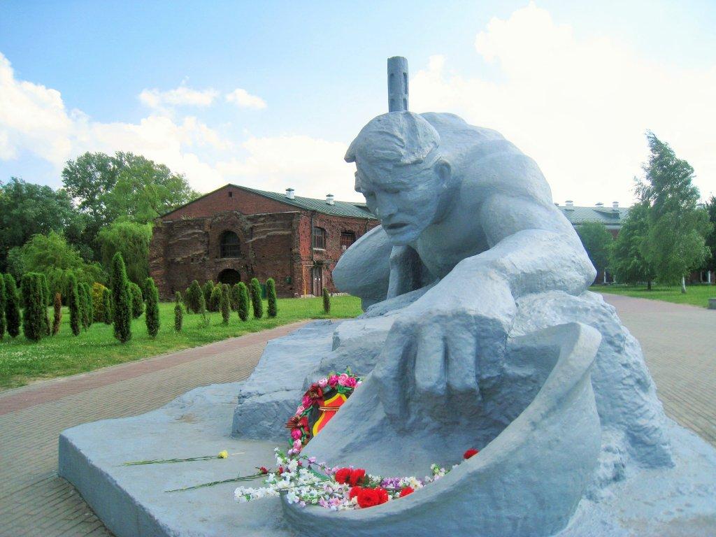 """Брестская крепость - герой, монумент """"Жажда"""""""