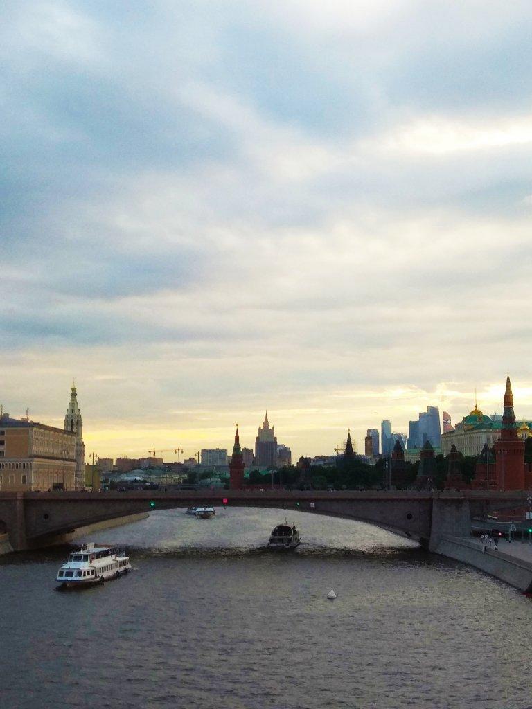 """Вид с """"парящего"""" моста в Зарядье"""