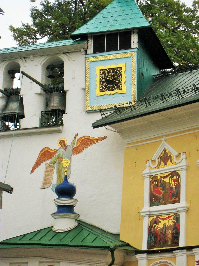 Псково - Печерский мужской монастырь, башенные часы