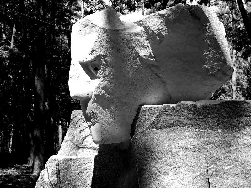Берем камень  и отсекаем лишнее